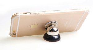 Magnetický držák do auta s mobilem